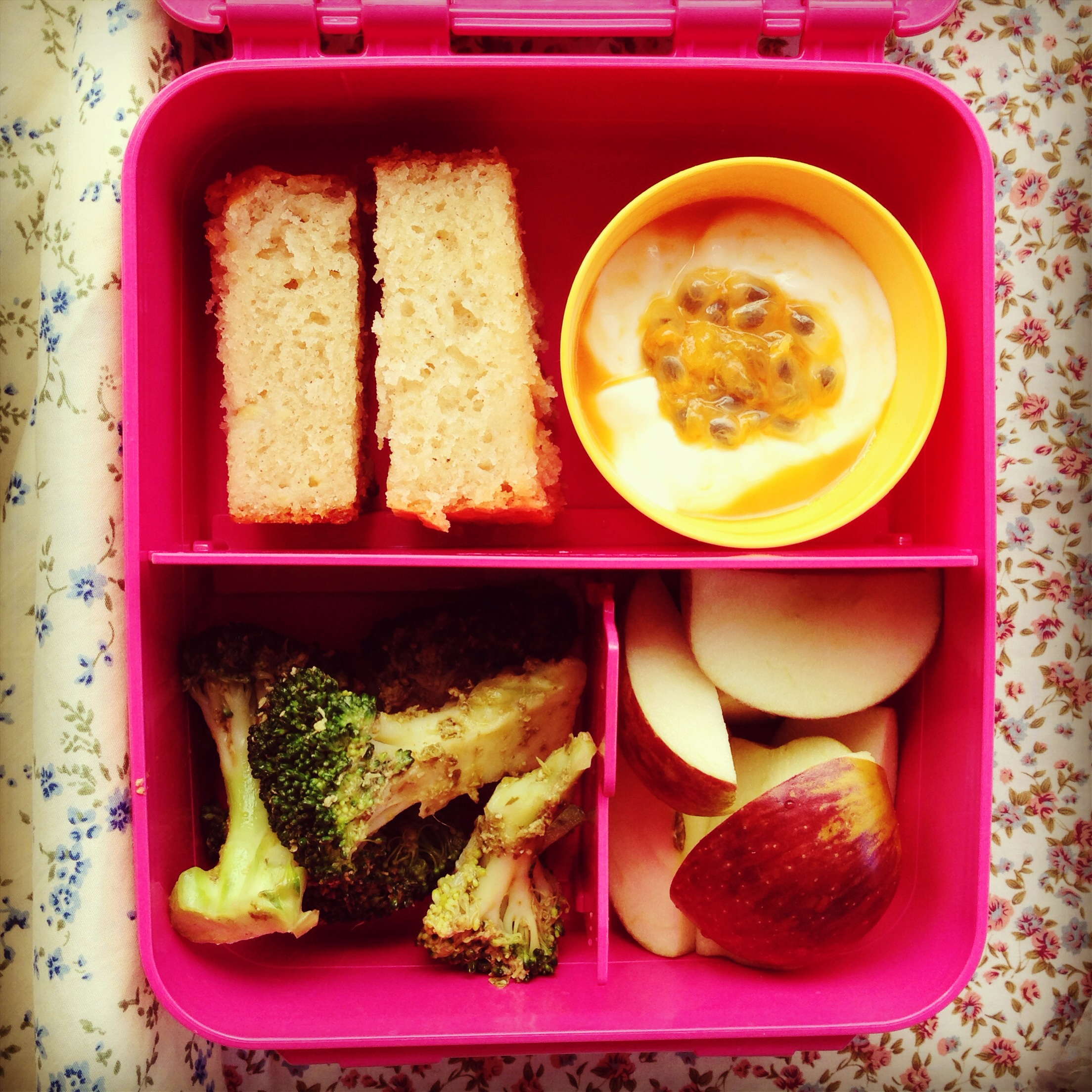 banana bread my lovely little lunch box. Black Bedroom Furniture Sets. Home Design Ideas