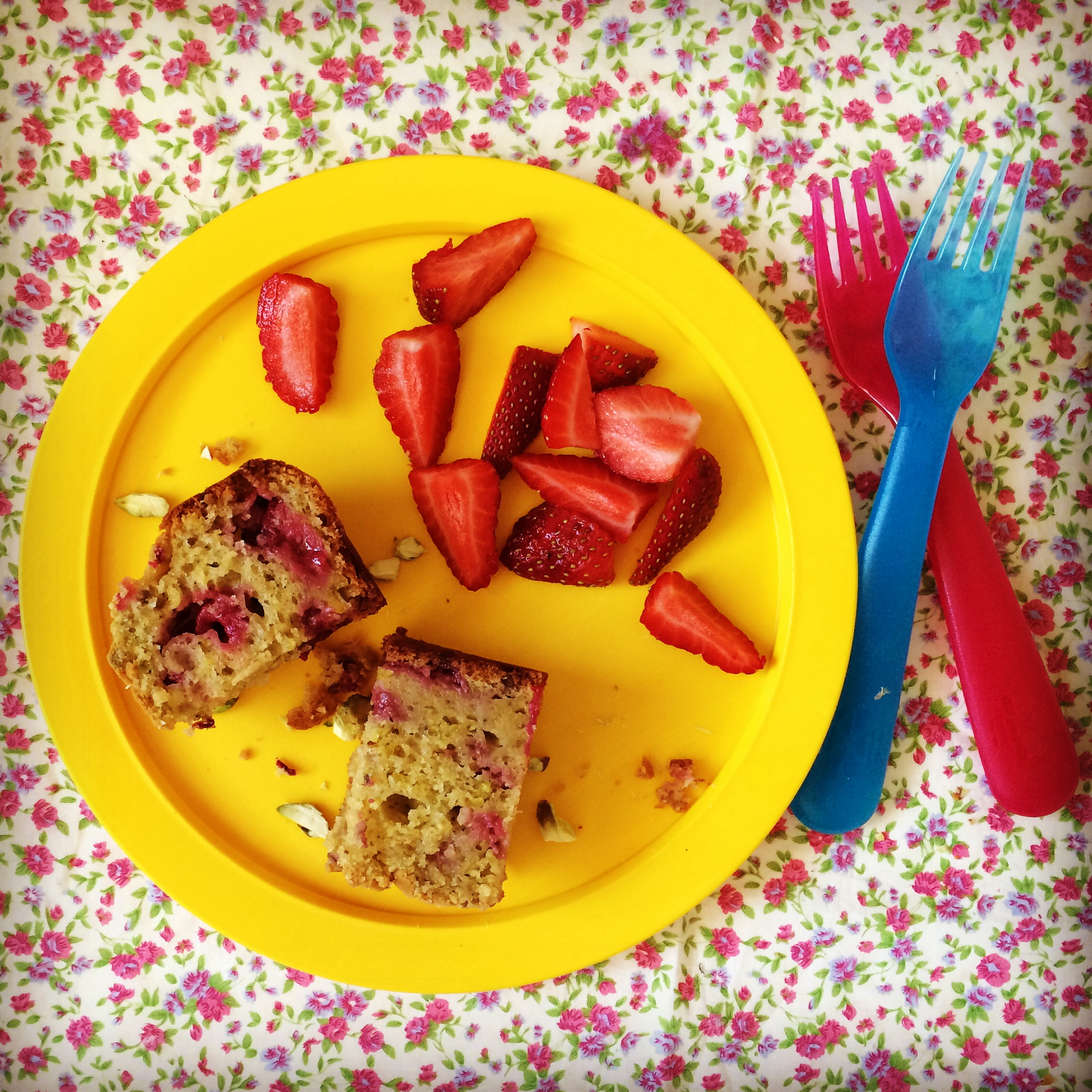 raspberry & pistachio loaf cake - my lovely little lunch box