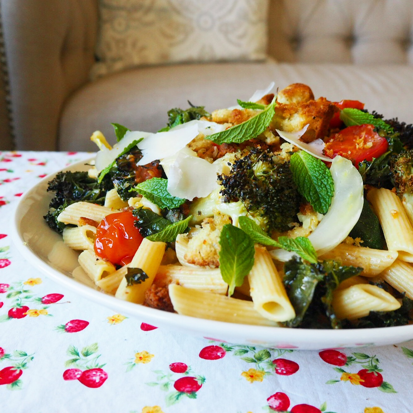kale, broccoli & cherry tomato penne